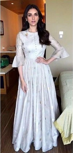 Simple yet elegant Anarkali. This would make the perfect outfit for like a small Pooja or Rasam