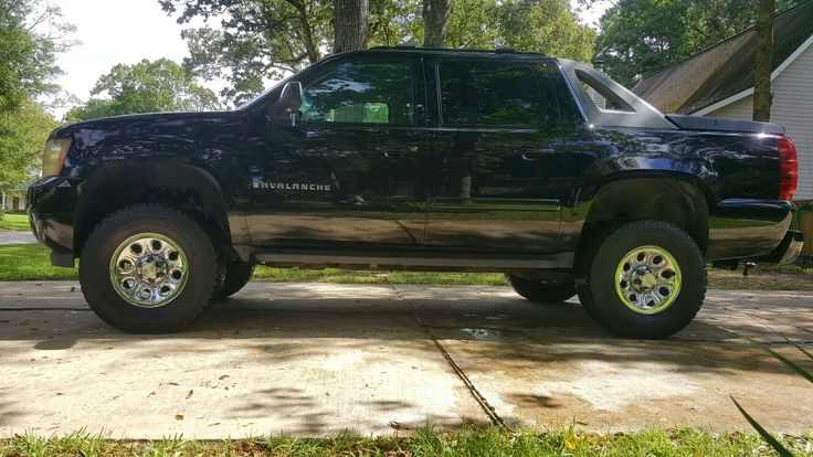 2007 Chevy Avalanche 4x4 - 6 inch lift