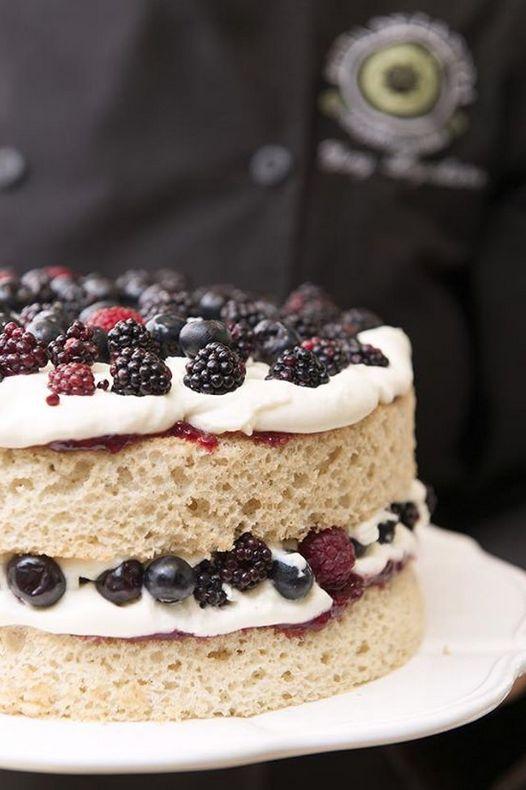 Pastel: chiffon, mascarpone, frutos rojos.  #pasteles
