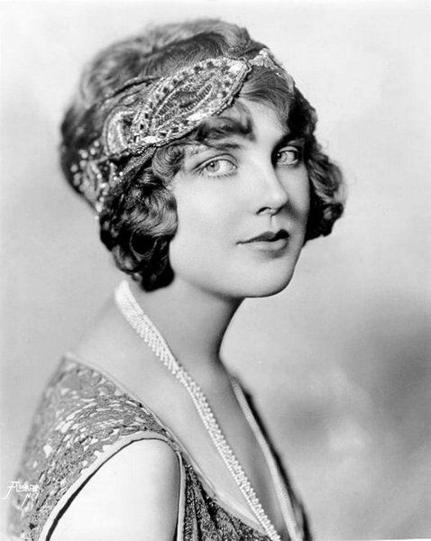 Justine Johnstone.  Note that this headband style was not popular throughout the 1920s, only the early '20s, ca 1922-23.