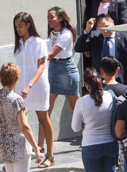 Malia and Sasha Obama                                                                                                                                                     Más