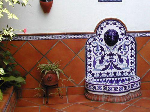 Fuente de pared ft5n decorada en azul y blanco sevilla - Decoraciones para paredes ...