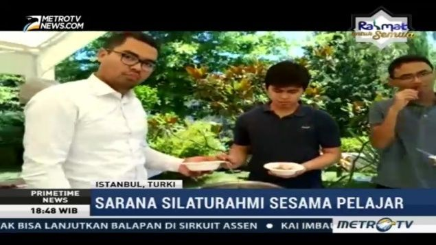 Perayaan Hari Raya Idul Fitri bagi warga Indonesia yang jauh dari kampung halaman tidak kalah meriah. Seperti di rumah dinas Konjen Indonesia di Istanbul Turki.