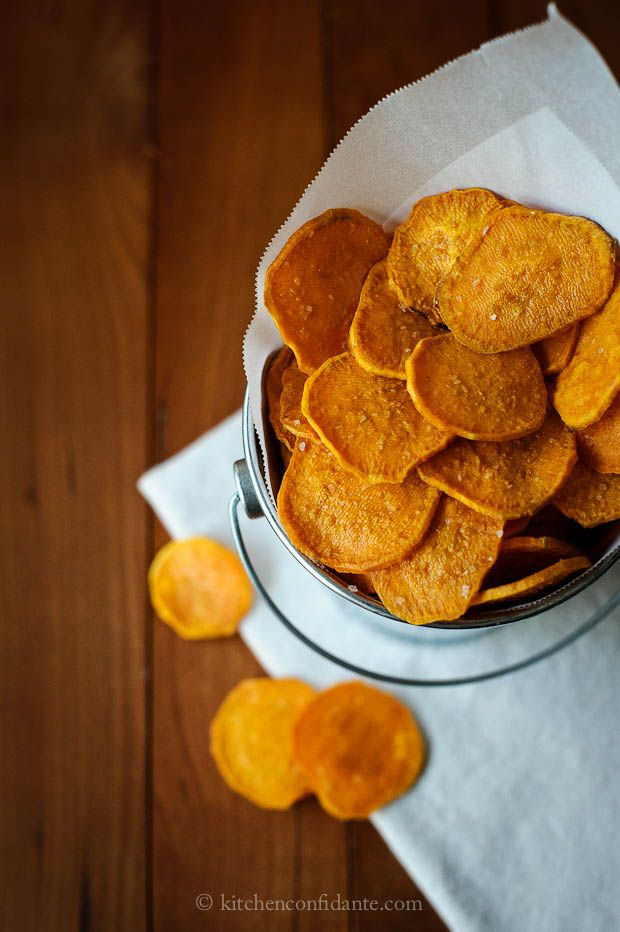 Baked sweet potato chips (my obsession with savory sweet potatoes is getting ridiculous!)