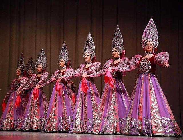 """""""КОСТРОМСКАЯ СКАНЬ""""ДРАГОЦЕННЫЕ КРУЖЕВА#гжель#театр#театргжель #ballet #фото#театртанцагжель #theatre#theatregzhel #dance #кокошник #folk#dancerussia #сцена#артисты#ballet #gzhel#мгаттгжель #скань#хоровод#красота#культура#афиша #искусство #народныепромыслы"""