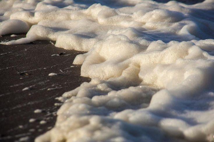 Salt water foam on Vlieland - picture made by Bart Lebesque
