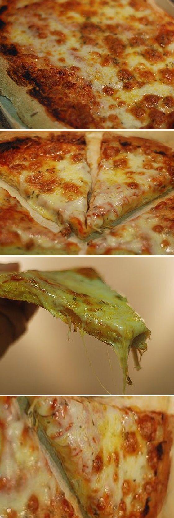 """Pizza margarita Ya os digo """"Una delicia dos Dioses""""  #margarita  #pizza  #mozzarella #queso #tomate #comohacer #receta #recipe #casero #torta #tartas #pastel #nestlecocina #bizcocho #bizcochuelo #tasty #cocina #jamón  #chocolate #pan #panes   Si te gusta dinos HOLA y dale a Me Gusta MIREN …"""