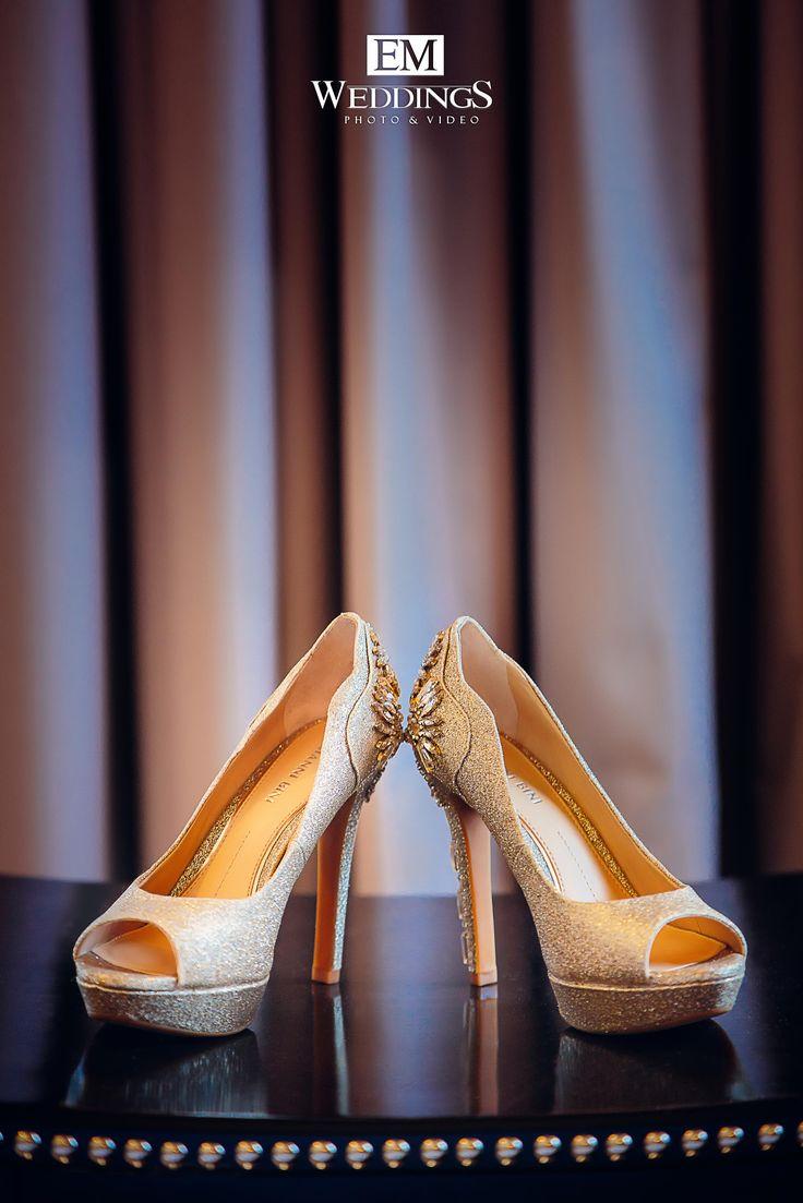 Wedding Shoes Bride.  #emweddings #destinationweddings