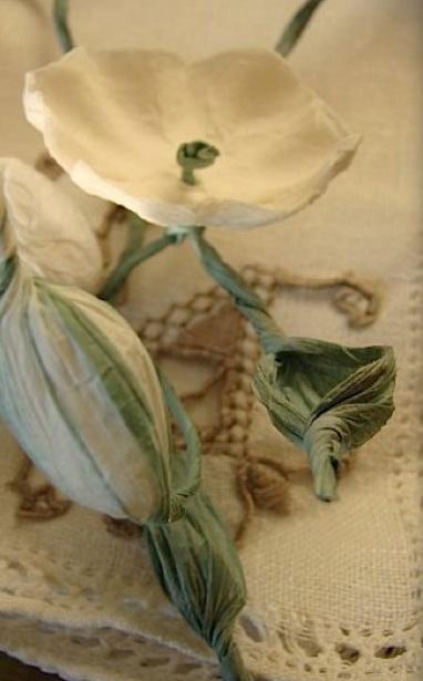 Matrimonio ecologico, Roma Collana , lega-tovagliolo Green wedding favors with paper flowers www.alessandrafabre.com Alessandra Fabre Repetto