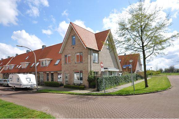 Verkocht Boekweitakker 1 2642 KL PijnackerDeze is leuk!   Onverwacht ruim hoekhuis met erker, zonnige tuin op het zuiden en een 'hotelsuite' op de 2e verdieping met een kastenwand, 2e badkamer en de master bedroom. Het huis ligt prachtig, heeft uitzicht op groen en speelvoorzieningen zijn o...