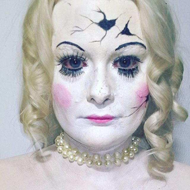 Makeup challenge. Day 63 - Broken Doll. For more facepaint, sfx, makeup, costume and cosplay picture follow @mycharacterdesign on instagram. Makeup: Kristin Sunde. Model: Kristin Sunde.