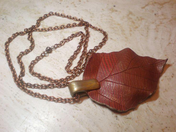sautoir grande feuille tons cuivrés tour de cou chaine cuivree : Collier par lolitoi-fimo