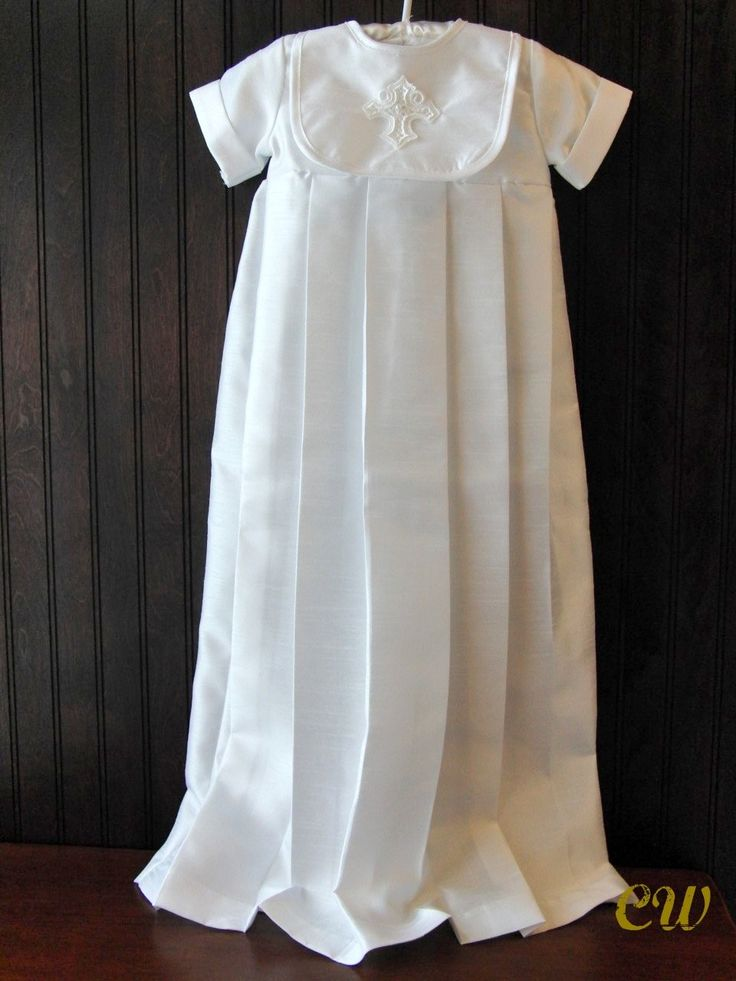 (http://www.christeningwardrobe.com/products/Douglas-Boys-Christening-Gown.html)