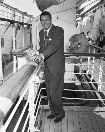 Cary Grant sails from NY aboard the Cunard Queen Elizabeth to England, 1947.