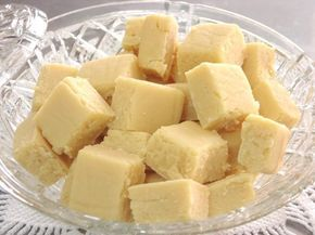 Se leite condensado já é bom, imagine o doce de leite. Desmancha na boca! Confira a receita! Ingredientes: 1 Lata de leite condensado (de preferência moça) A mesma medida de açúcar refinado 2 Colheres rasa …