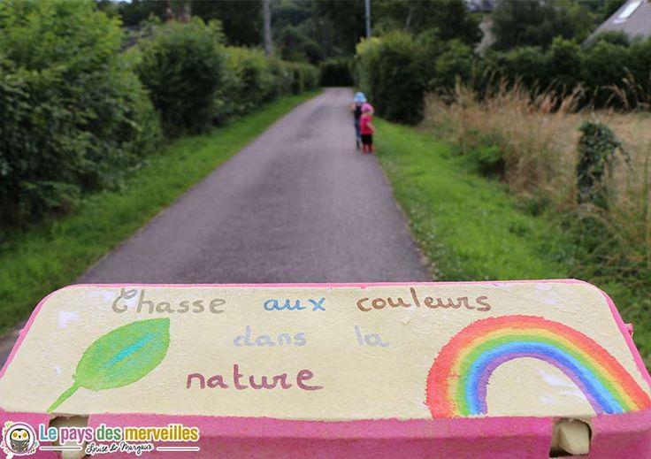 Une chasse aux couleurs à réaliser, avec les enfants, lors d'une promenade dans la nature. C'est un jeu Montessori ludique qui a beaucoup plu à mes puces.