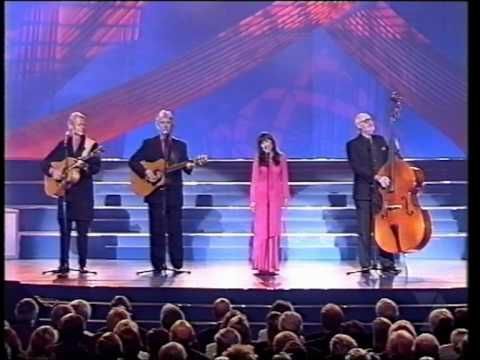 The Seekers - I Am Australian (Live - 2000). This should be the Australian National Anthem. Inspirational song.