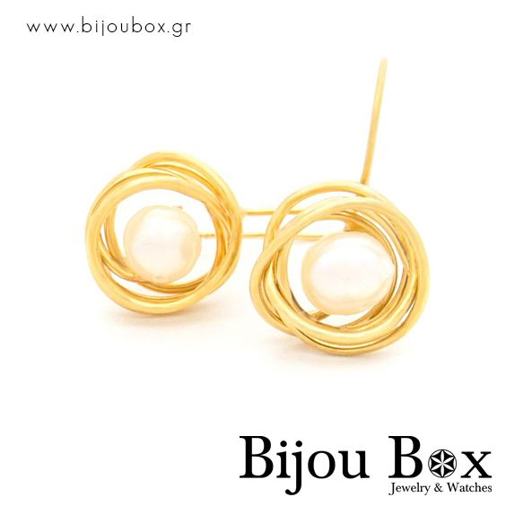 Earrings from gold plated bronze wire and sweet water pearl Σκουλαρίκια από επίχρυσο σύρμα μπρούτζου και μαργαριτάρια γλυκού νερού Check out now... www.bijoubox.gr #BijouBox #Earrings #Σκουλαρίκια #Handmade #Χειροποίητο #Greece #Ελλάδα #Greek #Κοσμήματα #MadeinGreece #OnlyLove #Gold #Pearl #Luxus #Passion #jwlr #Jewelry #Fashion #Christmas #Gift