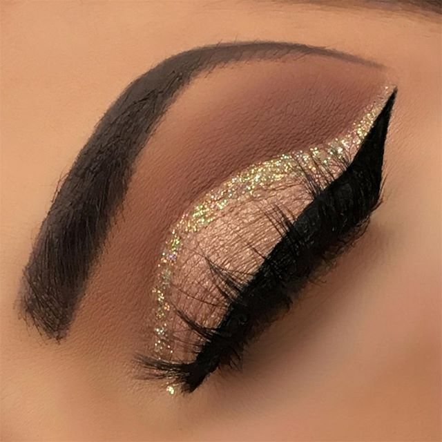 This is my first close up picture from my previous look. What do you guys thinks?   Details: @anastasiabeverlyhills stick foundation 'golden' @anastasiabeverlyhills dipbrow 'chocolate' @anastasiabeverlyhills 'Master palette by Mario' @shopvioletvoss glitter 'Goldie'  @sweetheartlashes 'Jules' All Brushes used are from @morphebrushes