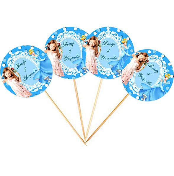 Cinderella Birthday Party SİNDİRELLA KİŞİYE ÖZEL KÜRDAN: Hazırlayacağınız doğum gününüzde misafirlerinize ikram edeceğiniz küçük tatlılar ya da diğer sunumlarınızı kürdan ile dekoratif bir görüntü oluşturabilirsiniz. 24 adet gönderilmektedir. Ölçü: 17 cm.