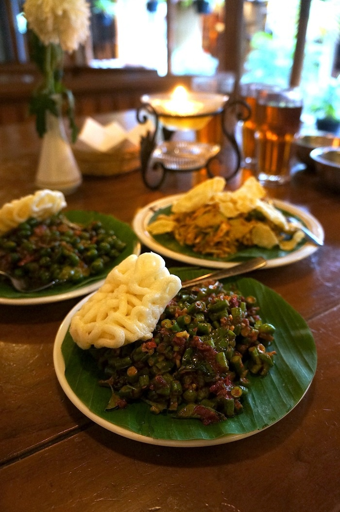 Three vegetable only dish from Sindang Reret Karedok Leunca Pencok Kacang and Karedok. Photo by Icha Rahmanti.