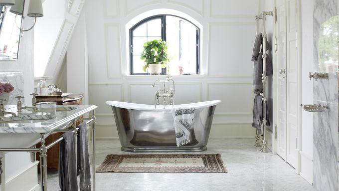 Polished Exterior Bateau Bath