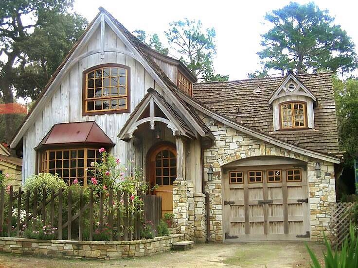 I've always dreamed of living in a little cottage like this!