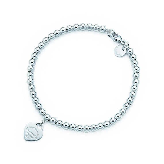 Return to Tiffany™ bead bracelet in silver with pink enamel finish, small.