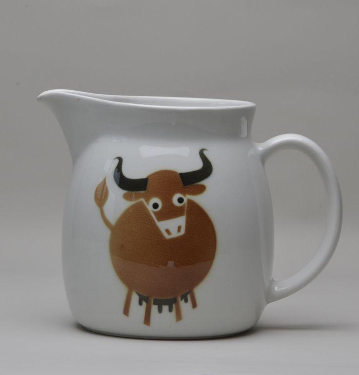 Milk jug By Anja Juurikkala, Oy Arabia Ab, 1960-73. Heinola Town Museum collection. Foto: Risto Pihla