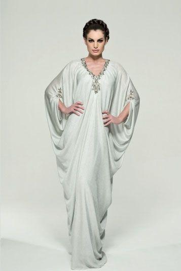 Dubai Fashionista #abaya #caftan #kaftan #bisht #islamicdress #arab For more abaya & caftan inspiration please visit my page: www.pinterest.com/santanadxb/abayas-bishts-kaftans-jalabiyas/