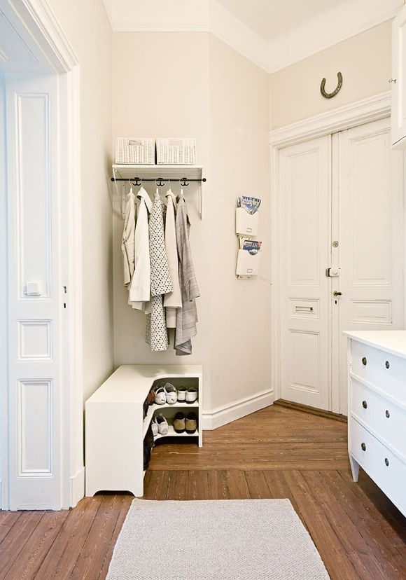 I like these all-white storage solutions, it makes the entire space visually appealing. The little horseshoe is charming.