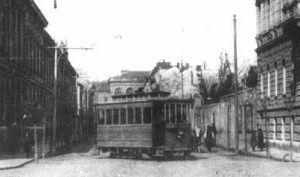 A villamos  vonal a Deák téren keresztül érte el az Erzsébet utcát, ami párhuzamos volt a Mátyás király utcával. 1920-as évek eleje