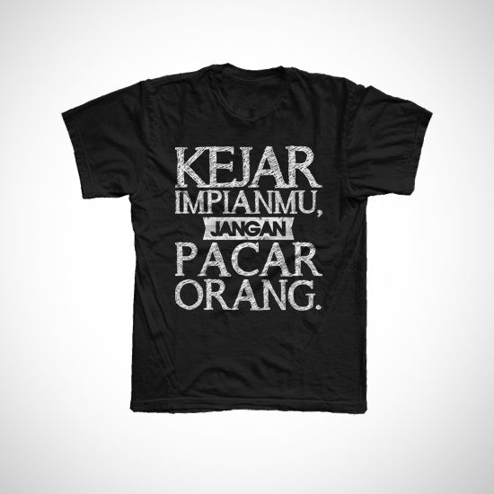 "Kejar impian by kaoscupu. Made from cotton combed 20s. Black #t-shirt with "" kejar impian mu jangan pacar orang"" #quote with white color print on a black t-shirt. #Fun word for laughing, this t-shirt looks really fun. http://zocko.it/LENtV #kaos"