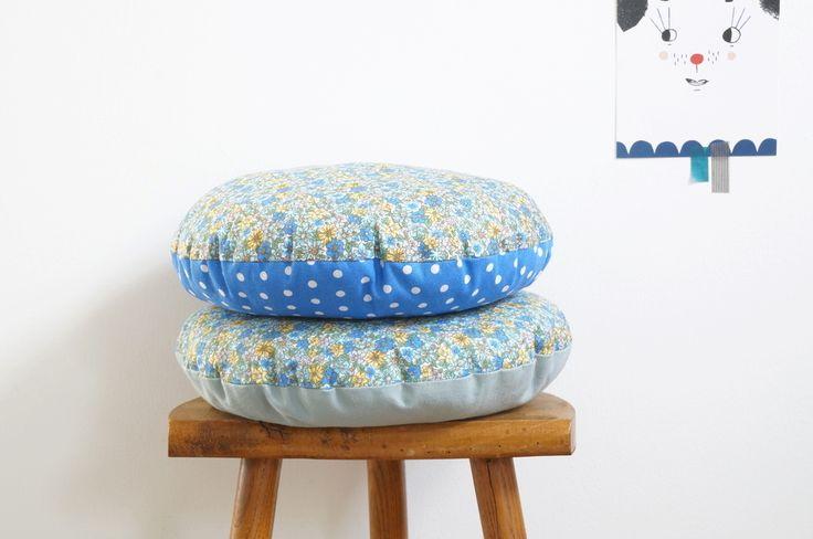 Image of Grand coussins ronds fleuris bleu & jaune