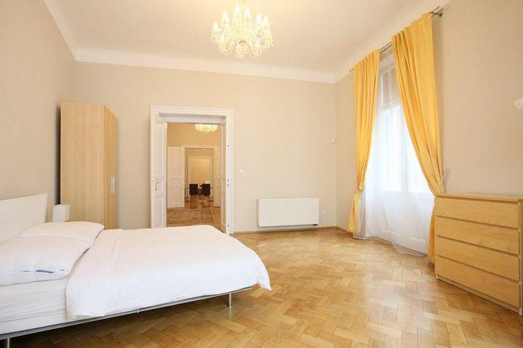 Luxusní, zařízený byt 4+1 (160 m2), pronájem, Praha 1 - Staré Město, Veleslavínova, balkon
