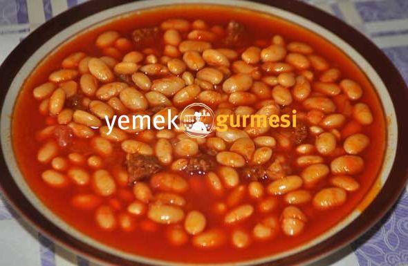 Etli Kuru Fasulye Tarifi - http://www.yemekgurmesi.net/etli-kuru-fasulye-tarifi.html