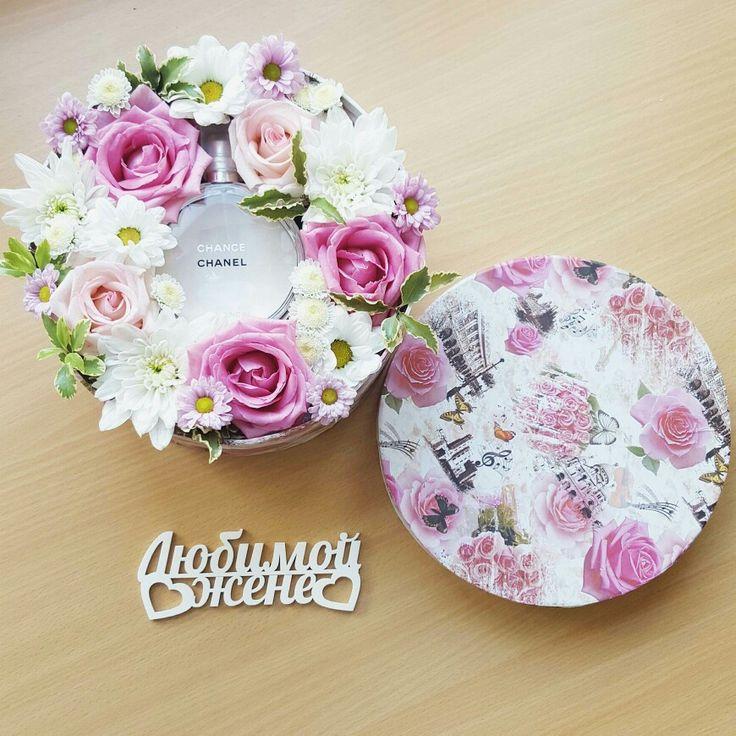 Подарочная коробочка с живыми цветами и духами от Pidu 24 Agentuur. Для заказа www.facebook.com/teiepidu. Lilled karbis