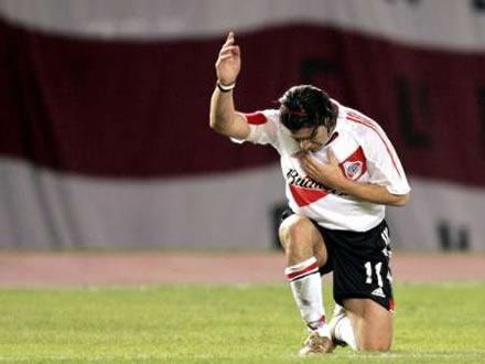 """El """"Matador"""" Salas y su pose de gol"""