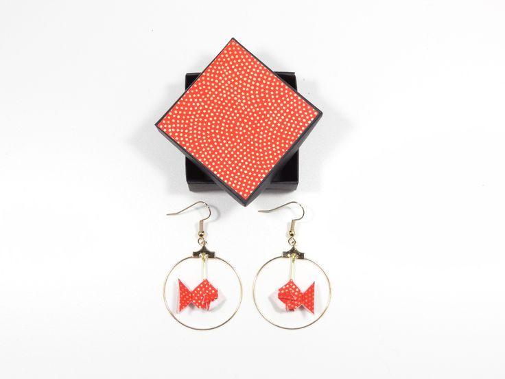 Créoles origami poissons rouges à points dorés en papier japonais washi : Boucles d'oreille par phacelie