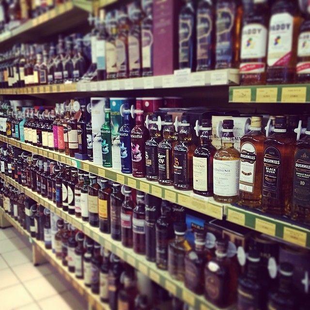 Cave à #whisky du Comptoir Irlandais.