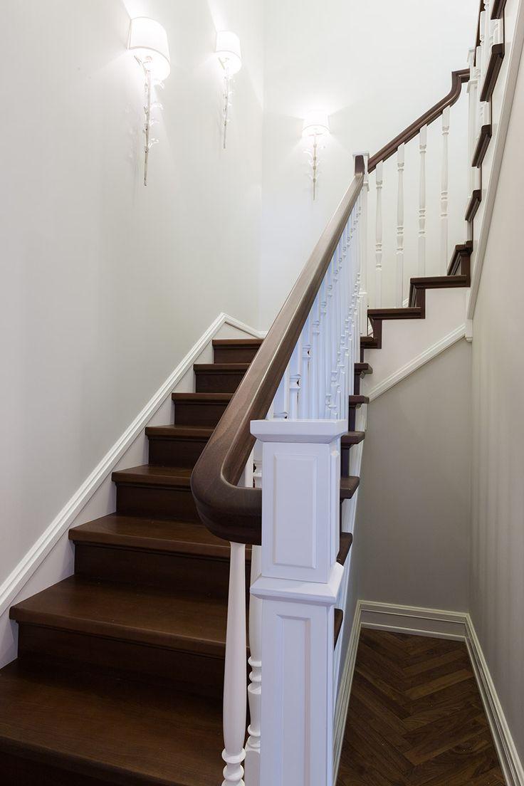лестница, белые балясины, деревянная лестница