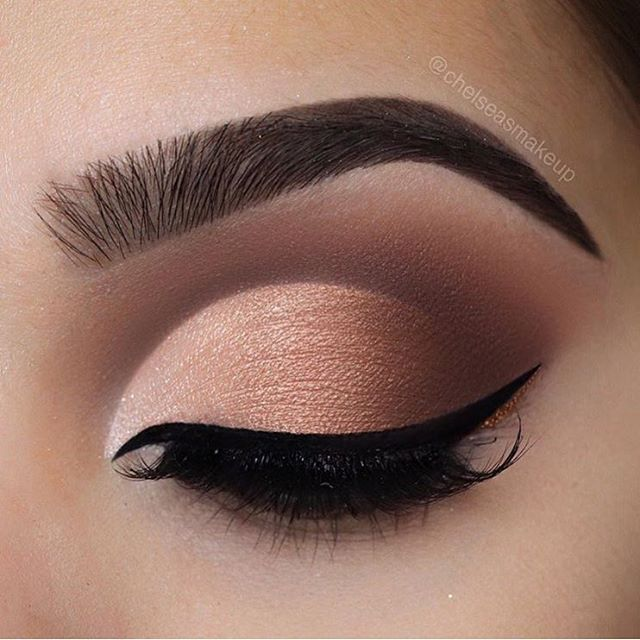 That ombré cut crease tho  @linerandbrowsss