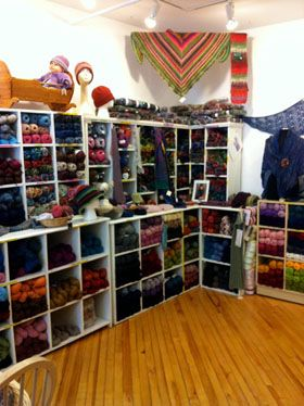 Have a Yarn, Mahone Bay, Nova Scotia - free patterns, yarns for sale, stitch archive, stitch/inspiration of the month...good resource for knitting.