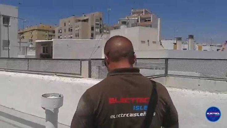 Desmontar antena TV antigua y deteriorada por el paso del tiempo e instalación de antena TV para TDT nueva.