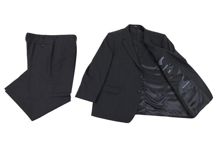 Garnitur marki Vesari koloru czarnego, czarna podszewka z szarymi wykończeniami kieszeni wewnętrznych. Skład: 50% wełna 50% poliester.