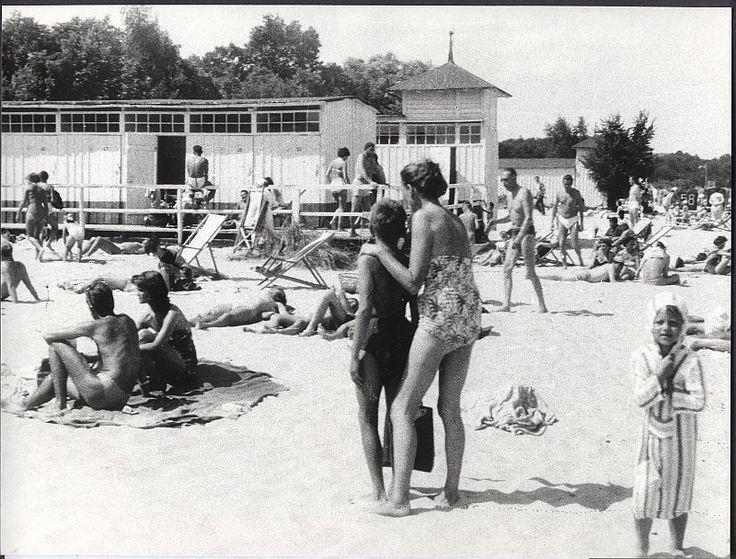 Zdjęcie numer 1 w galerii - Gazowe latarnie, brydż na plaży, warszawy na ulicach - Sopot w latach 50. i 60. [ZDJĘCIA]