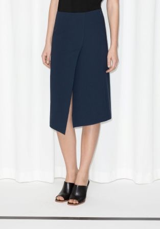 This sleek skirt, cut to create a asymmetric layered effect, has a straight fit and a feminine, knee-brushing length.