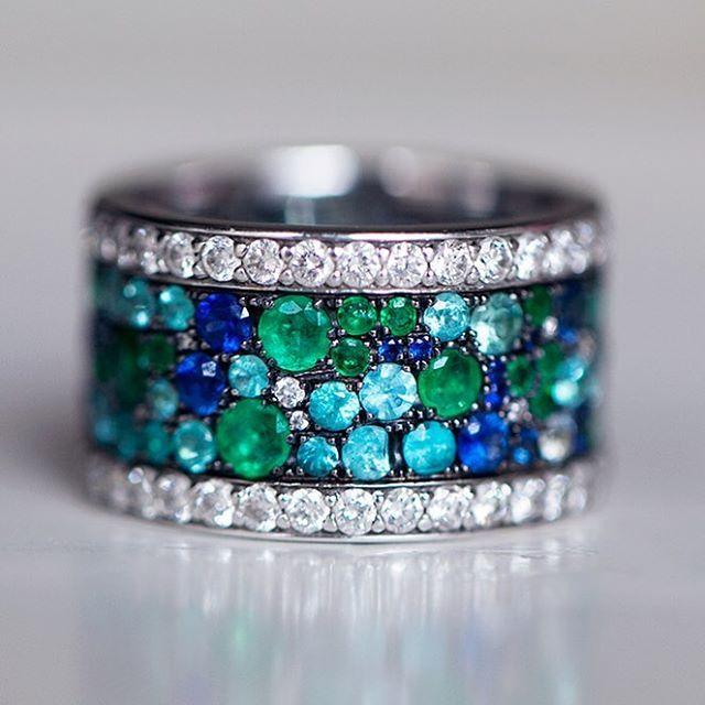 Paraiba tourmaline, sapphires, emeralds and dismonds meet in one ring it becomes perfect  Когда в одном кольце встречаются параиба, сапфиры, изумруды и бриллианты, кольцо становится совершенным ❤️❤️❤️