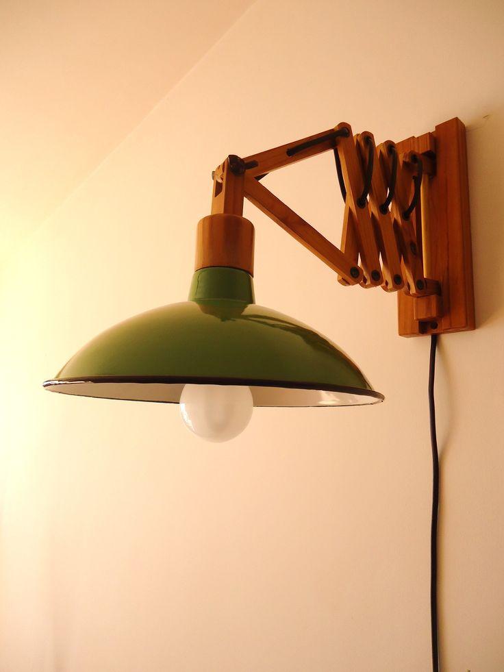 APLIQUE EXTENSIBLE MADERA Y ENLOZADO VERDE. Para ver más fotos al detalle, descripción o precio, clica en el siguiente enlace: http://tabanovintage.blogspot.com.es/2013/09/aplique-extensible-madera-y-enlozado.html#links