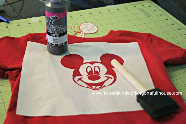 Make Your Own Mickey / Minnie Mouse Shirt For Disney World - No Sew AND you can personalize! Easy step-by-step tutorial with lots of pictures! #DIY #Disney #Homemade